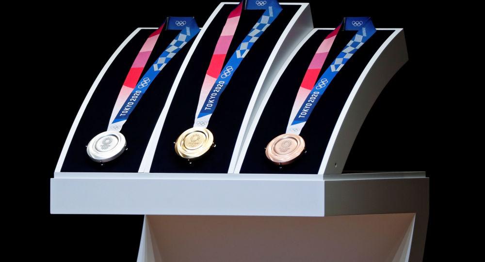 俄女子體操運動員伊里揚科娃在東京奧運會高低槓比賽中獲得銀牌