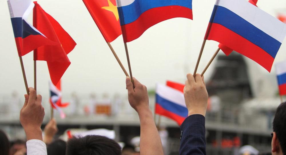 越南海军战舰抵达符拉迪沃斯托克参加庆祝海军节活动