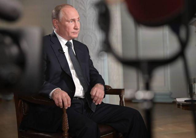 美国记者对普京的一段采访获艾美奖提名