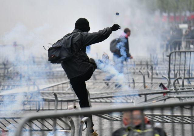 巴黎抗议活动爆发大规模骚乱