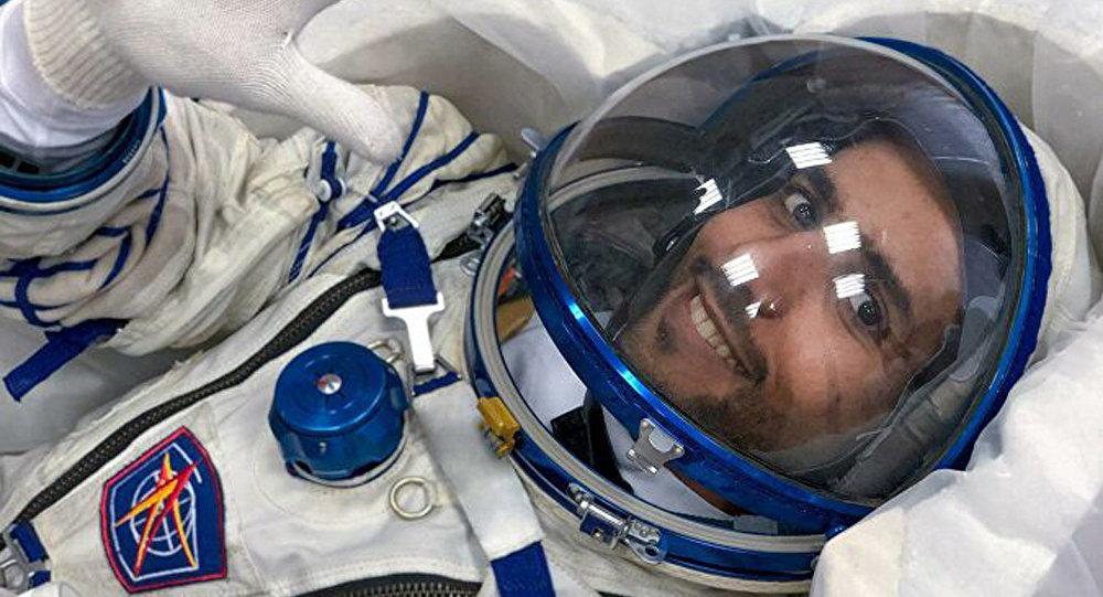阿聯酋第一位宇航員哈扎里·阿里·阿爾曼索里