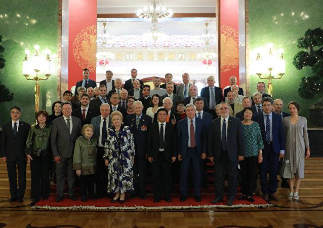 中国驻俄罗斯大使张汉晖在与俄中友好协会的积极人士在莫斯科会面时