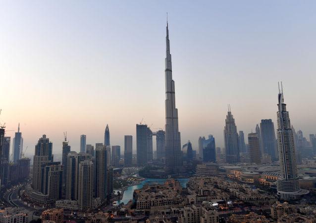 Самый высокий в мире небоскреб Бурдж-Халифа в Дубае