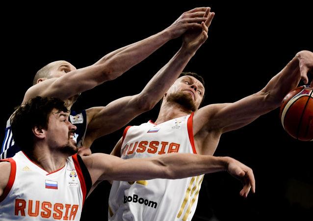 俄羅斯男籃隊員世界杯期間與球迷見面