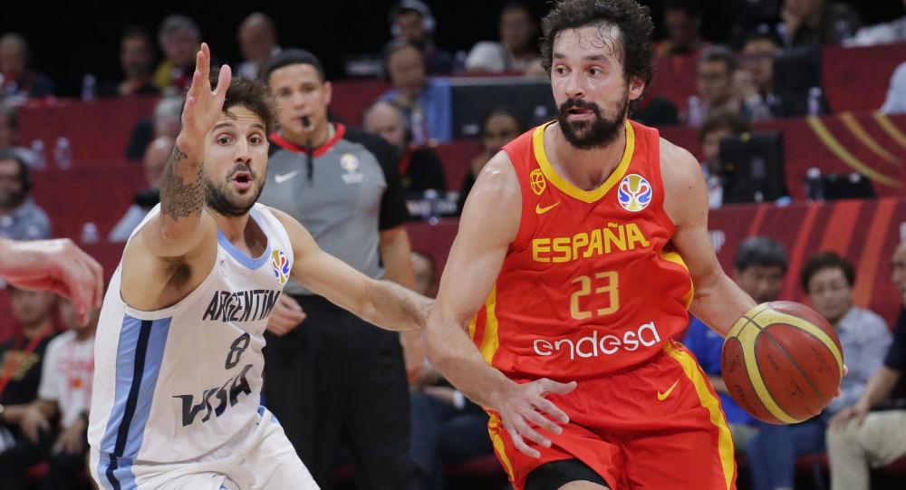 著名的西班牙篮球运动员保罗·加索尔宣布退役