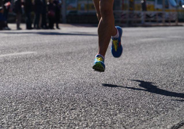 在家隔離法國人跑了7小時陽台馬拉松