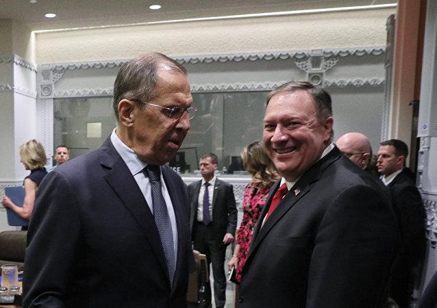 Министр иностранных дел РФ Сергей Лавров и Государственный секретарь США Майк Помпео во время встречи в рамках 74-й сессии Генеральной Ассамблеи Организации Объединенных Наций (ООН) в Нью-Йорке.
