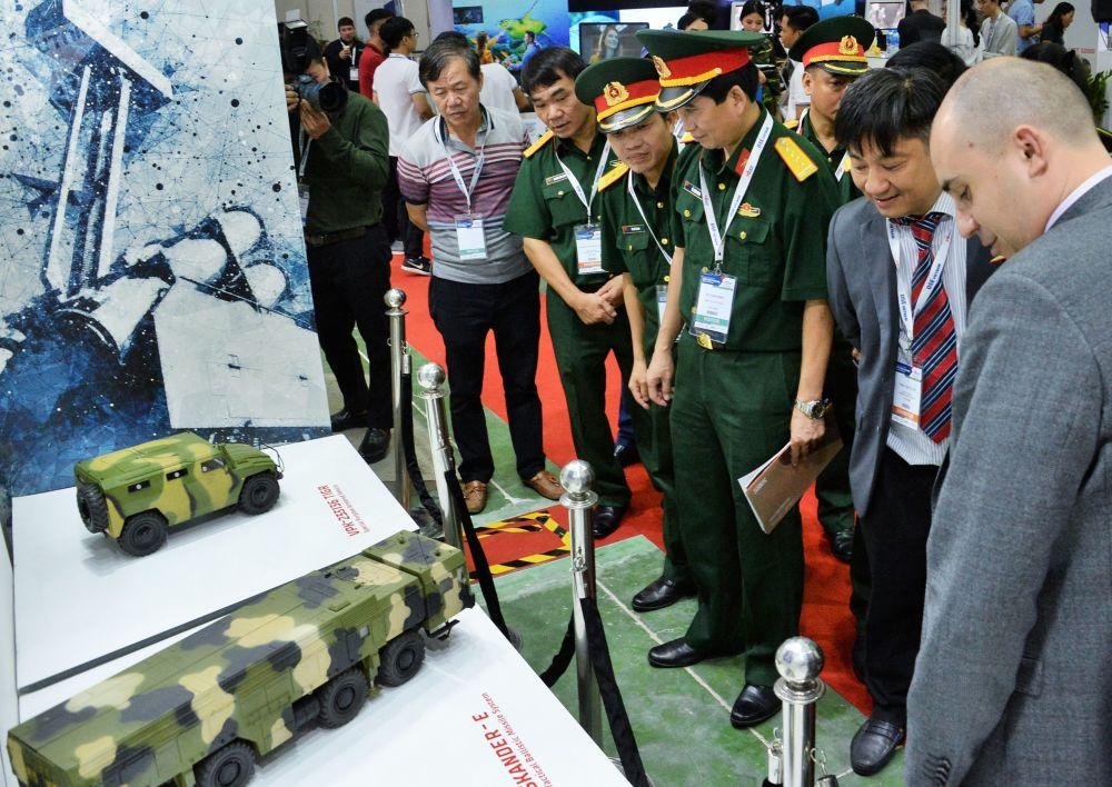 河内首届国际防务安全展