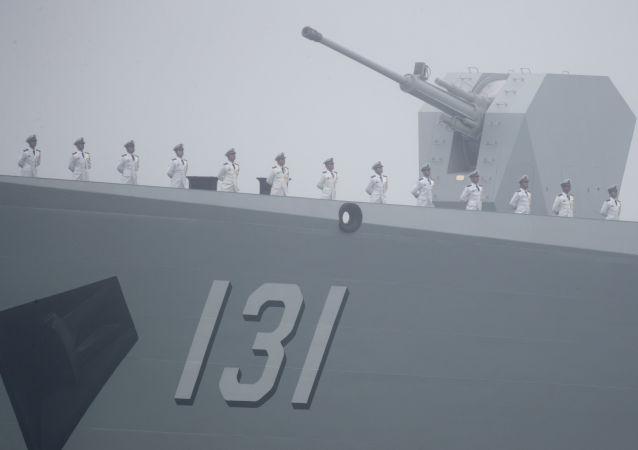 """中国""""太原""""号导弹驱逐舰052D型"""