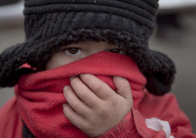 病毒学家解释不能用围巾代替口罩的原因