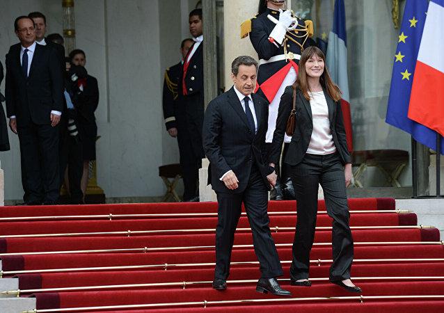法國前總統尼古拉·薩科齊與夫人卡拉·布魯尼-薩科齊在總統就職典禮上