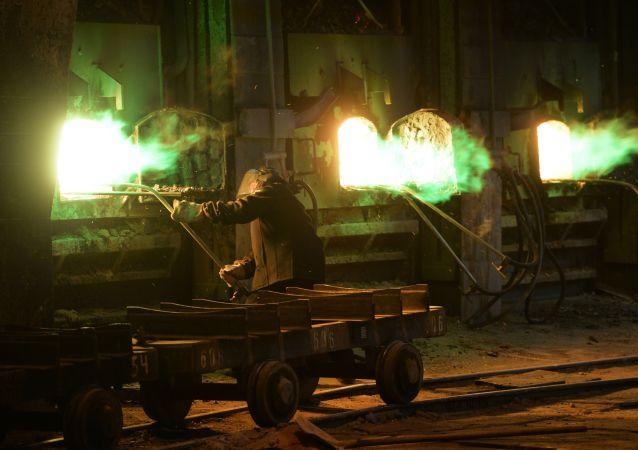 上佩什马市乌拉尔矿业冶金公司(UMMC)电解铜工厂