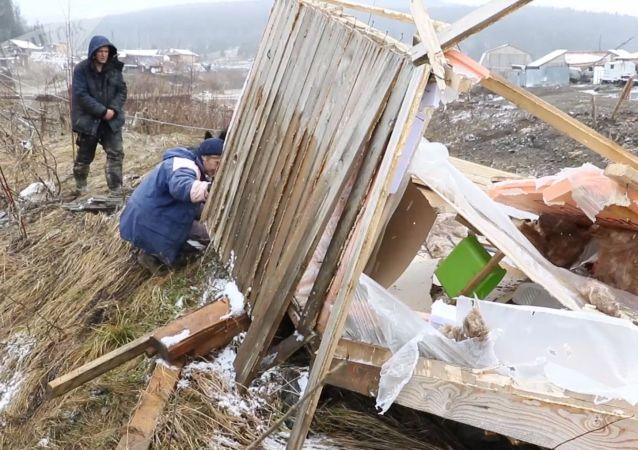 克拉斯诺亚尔斯克水坝决堤处发现的保险箱内有黄金