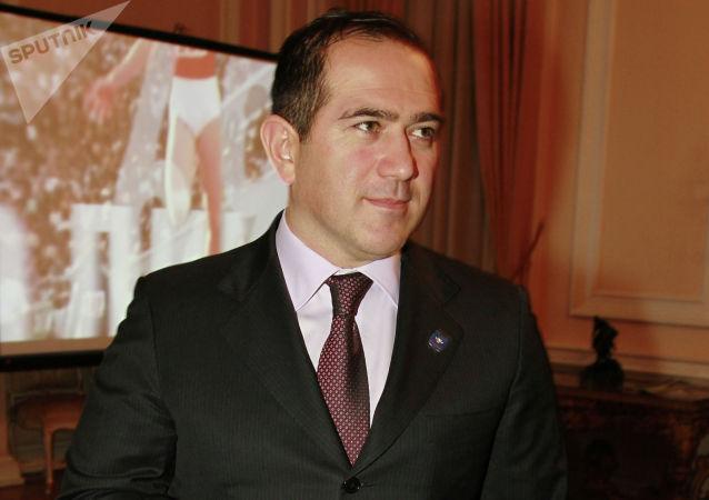 艾哈邁德·比拉洛夫