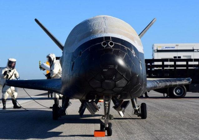 Американский орбитальный самолет X-37B