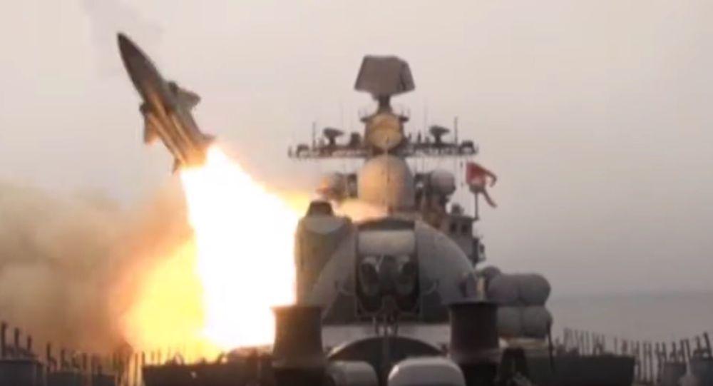 俄艦隊在日本海進行艦炮射擊