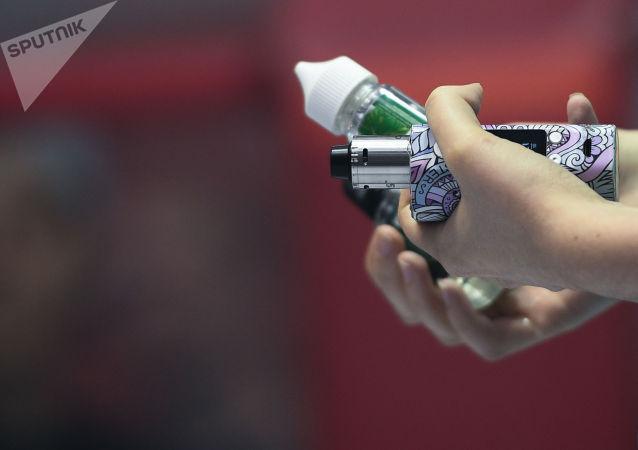 专家证明吸电子烟会增加新冠病毒感染风险