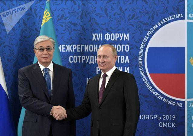 普京向哈萨克斯坦总统祝贺生日并讨论双边问题