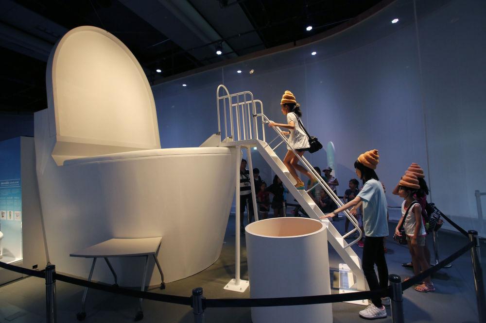 东京国立科学与创新博物馆中的访客