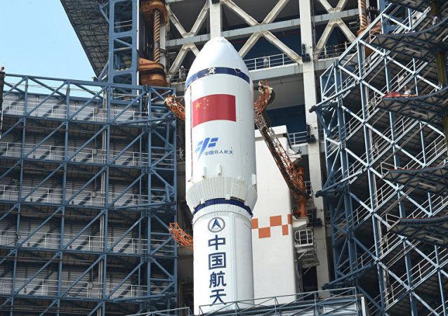 中国发射长征五号重型运载火箭