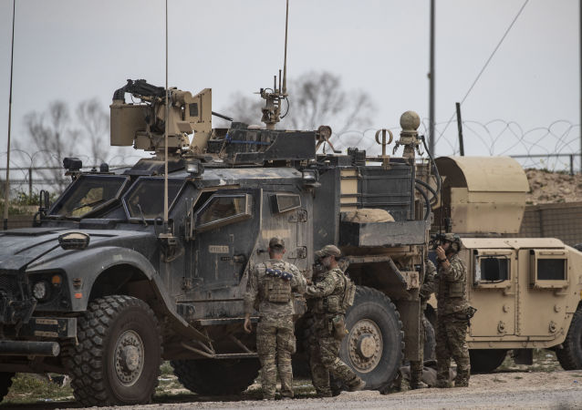 叙利亚代尔祖尔省奥马尔油田附近的美国军事基地