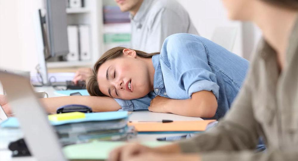 民调:近四成俄公民希望在工作期间小睡
