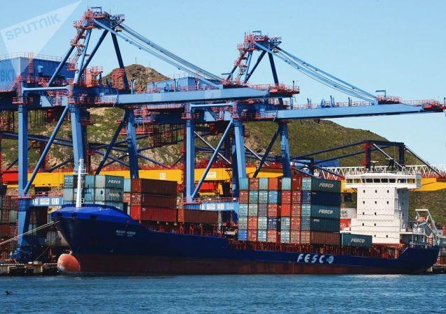 俄遠東港口因蘇伊士運河通行費漲價恢復轉運中國集裝箱