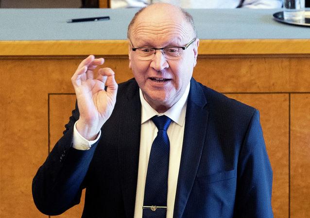 愛沙尼亞部長稱芬蘭新總理是「飛黃騰達的女售貨員」