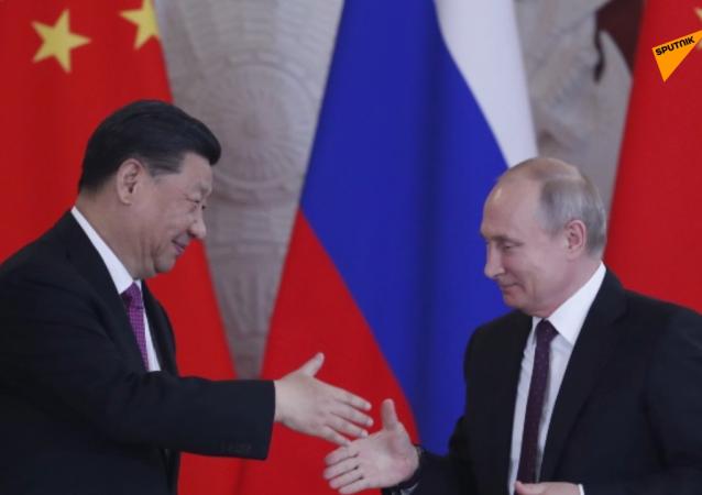 俄罗斯总统普京(右)和中国国家主席习近平
