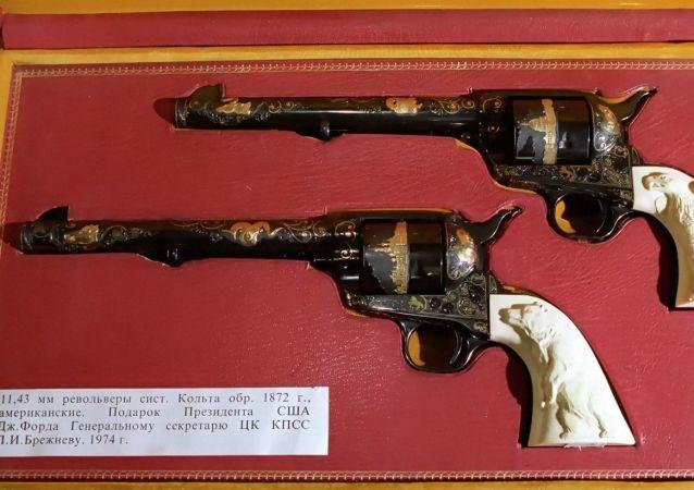 从美国总统杰拉尔德•福特给苏共中央委员会总书记勃列日涅夫的礼物