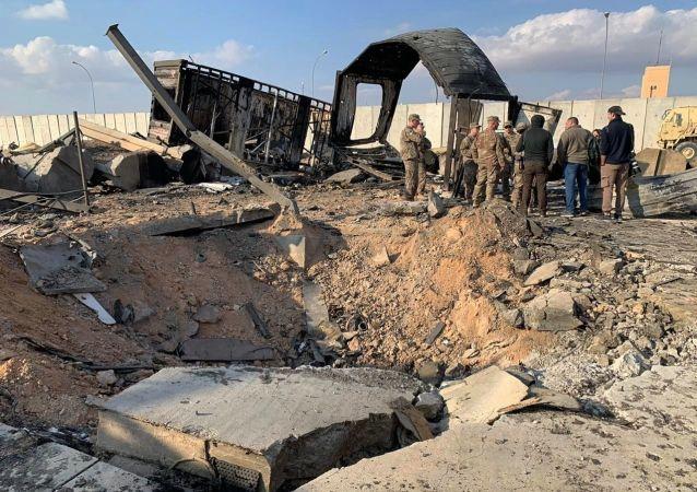 在伊拉克塔吉基地的导弹袭击中受伤