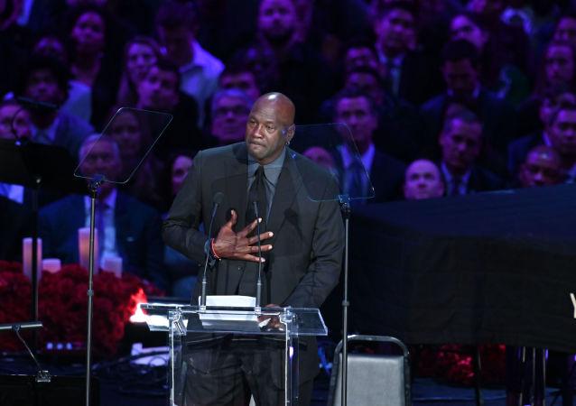 迈克尔·乔丹在科比的告别仪式