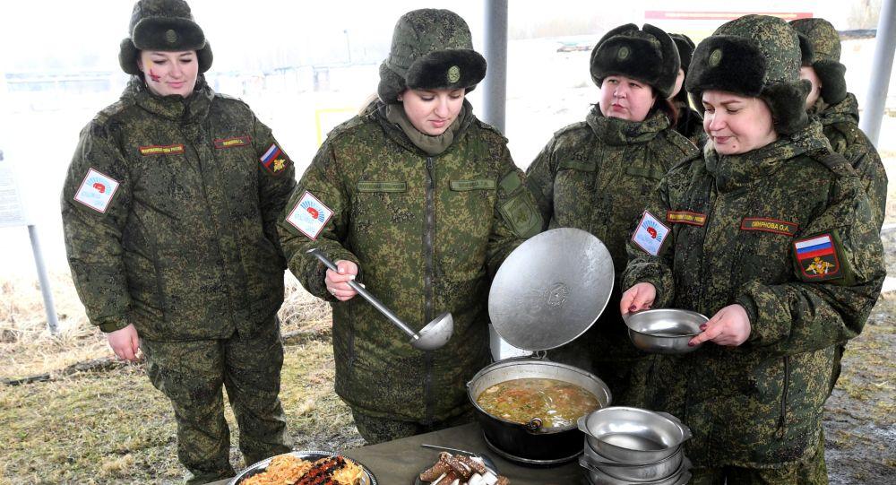 俄军方在俄罗斯岛部署野战厨房
