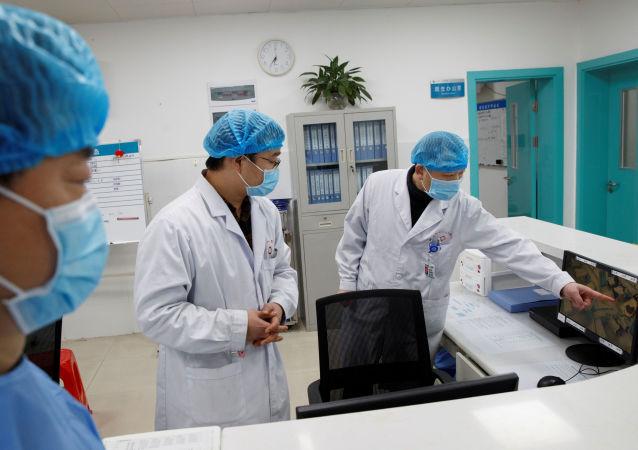 中国百岁新冠肺炎患者治愈出院