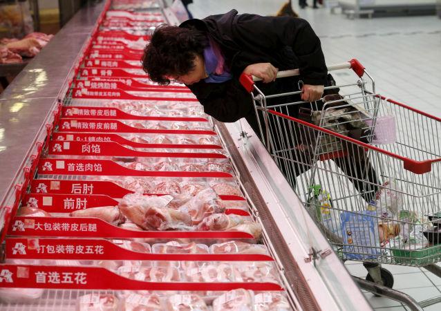 中国向市场再投放近7000吨中央储备冻猪肉