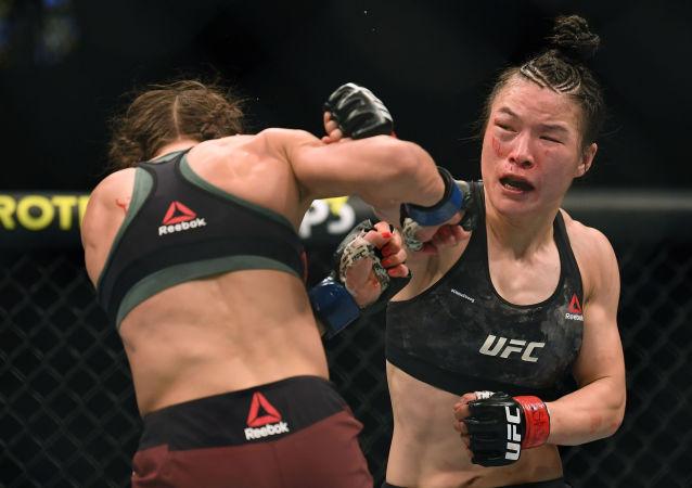 中國選手張偉麗成功衛冕UFC女子草量級金腰帶