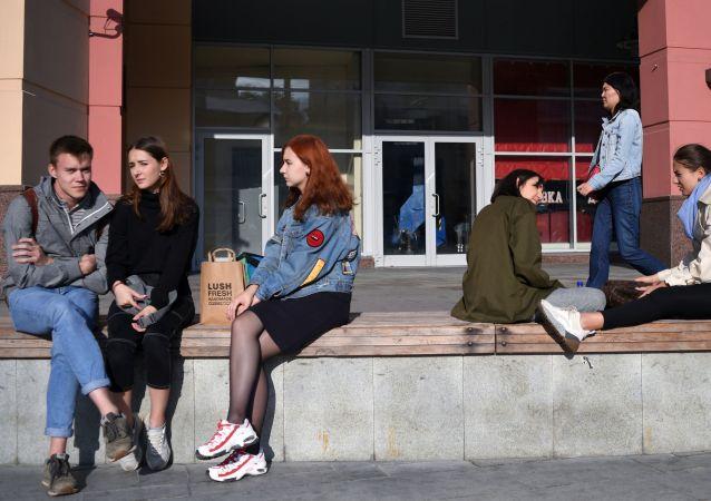 多数俄罗斯家长想要掌控自己未成年子女的财务