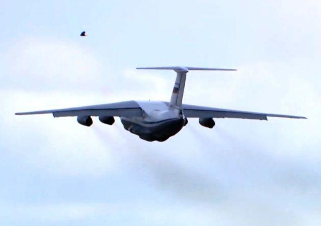 俄羅斯運送人道主義援助物資的飛機抵達古巴