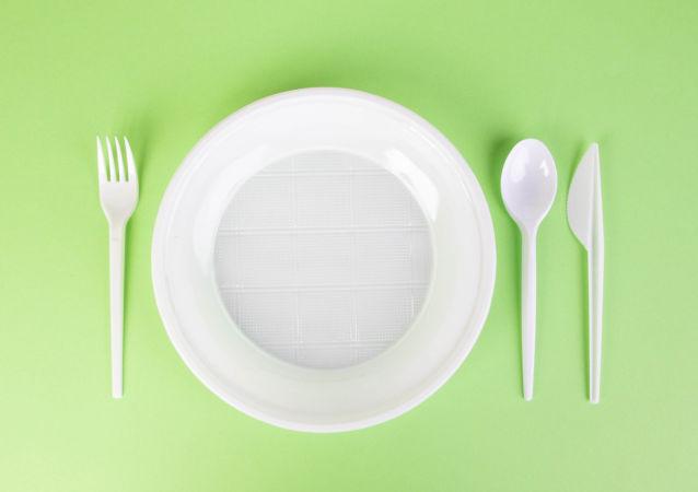 俄副总理:俄罗斯或将禁用塑料棉棒和塑料餐具