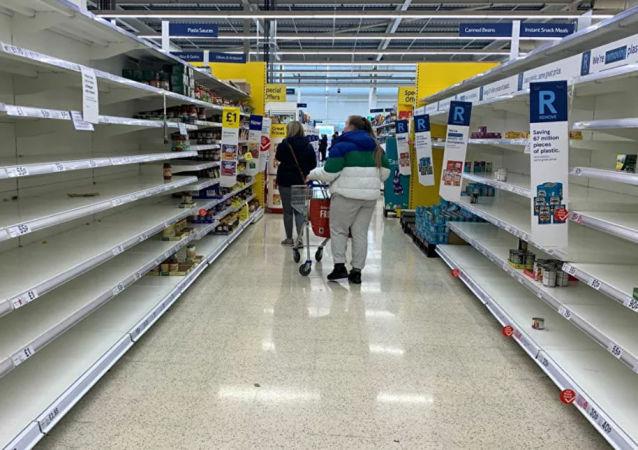 英国政府因商店食物不足向军队求助
