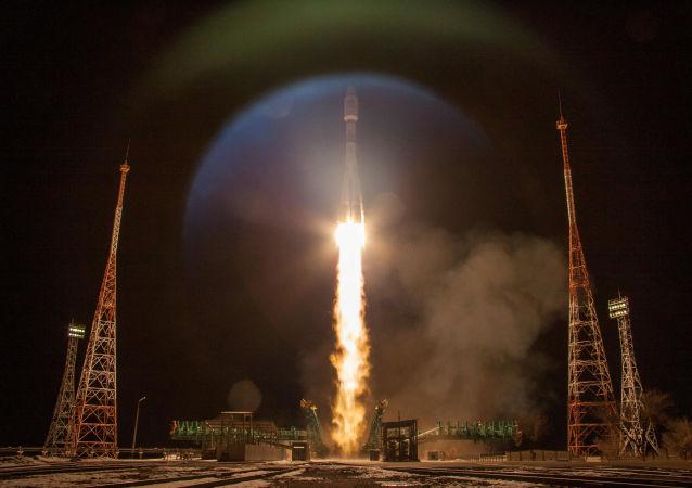 俄罗斯联盟号火箭将英国一网公司的34颗卫星送入亚轨道空间
