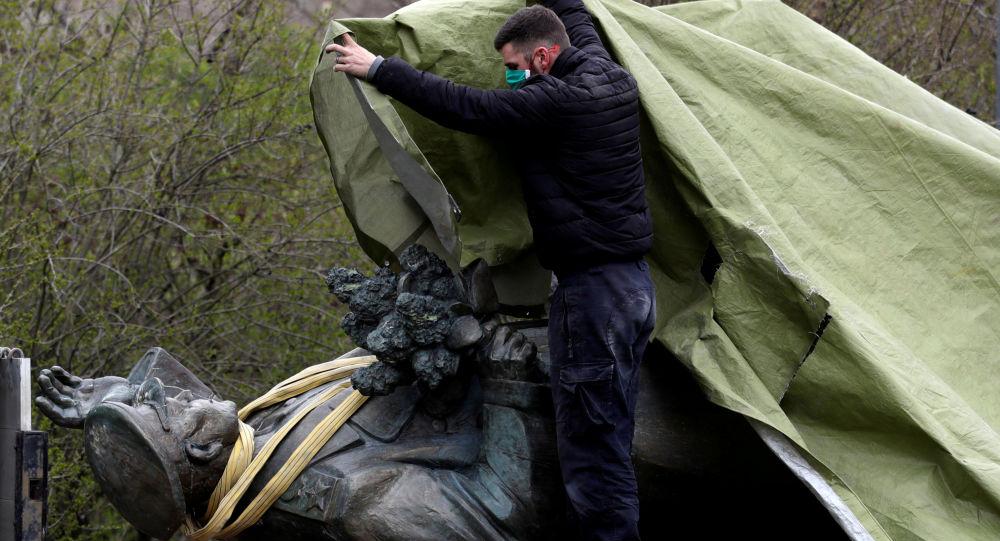 拆除布拉格蘇聯元帥雕像