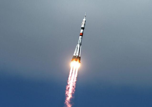"""俄""""联盟""""号运载火箭已经从拜科努尔航天发射场点火升空,推送""""联盟MS-17""""号飞船前往国际空间站"""