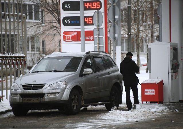 俄罗斯人的平均月薪可购买1000升汽油