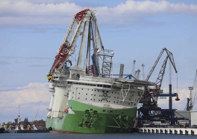 德國一個安裝在中國船舶上的起重機倒塌