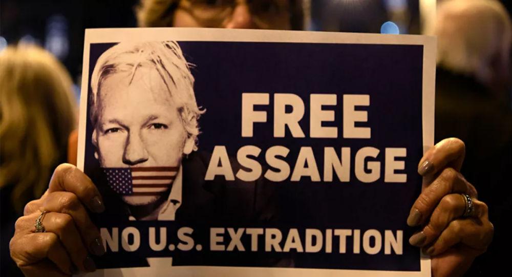 英国记者工会通过保护阿桑奇决议