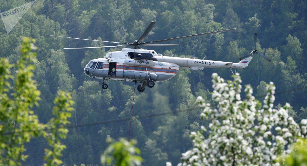 一架米-8直升机