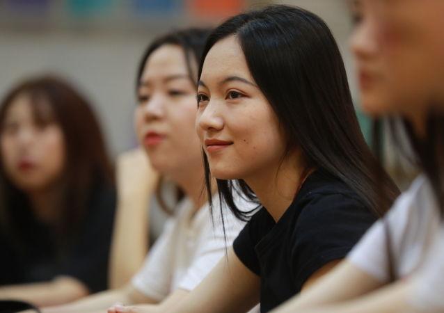 虽因疫情改用远程教学模式但中国学生的俄语学习很顺利