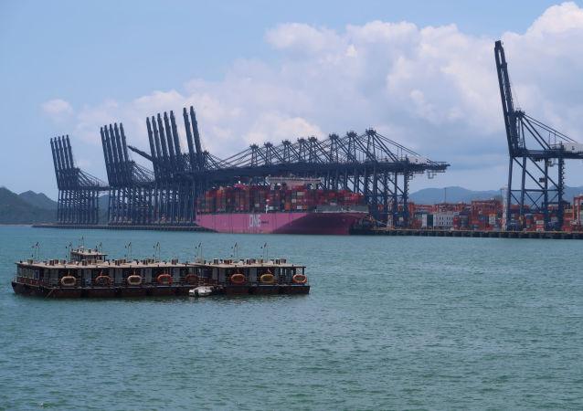 俄专家:中国公司投资海外市场推动第三季度中国进口贸易额增长
