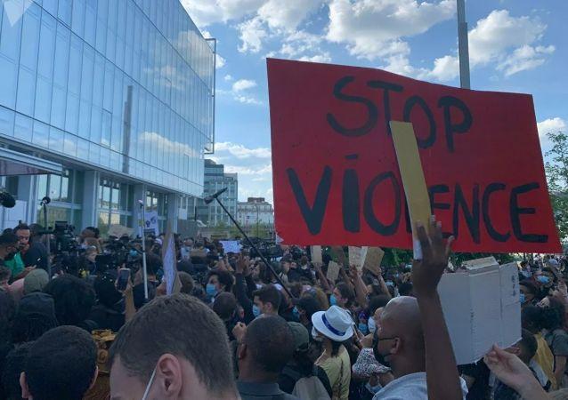 法國首都6月2日舉行了反警察暴力和反種族歧視遊行
